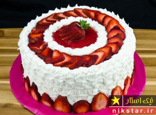 تزیین کیک تولد خانگی با میوه و خامه