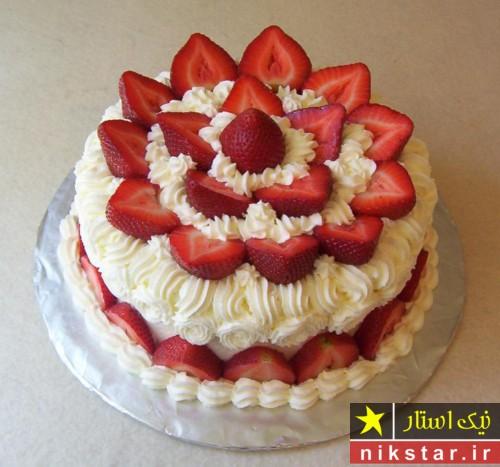 تزیین کیک تولد خانگی با خامه و میوه