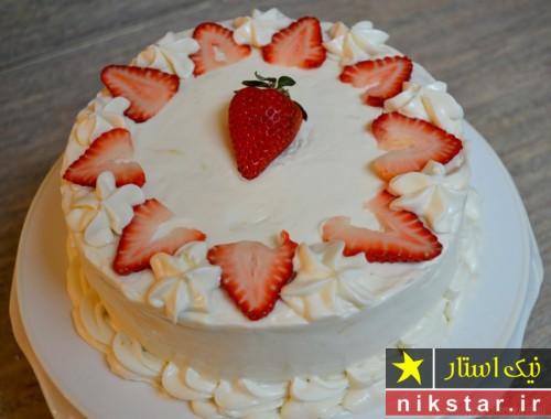 تزیین کیک تولد با خامه و میوه