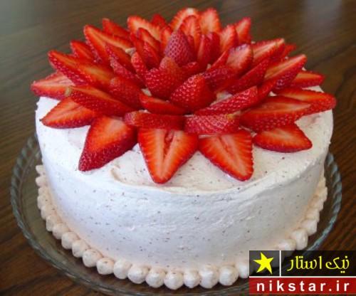 تزیین کیک تولد با میوه و خامه
