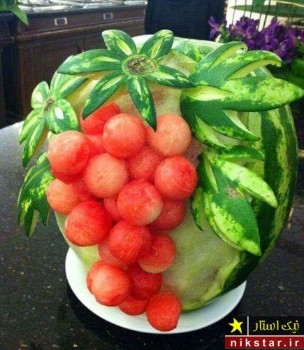 تزیین هندوانه شب یلدا به شکل خوشه انگور بدون برش برای عروس
