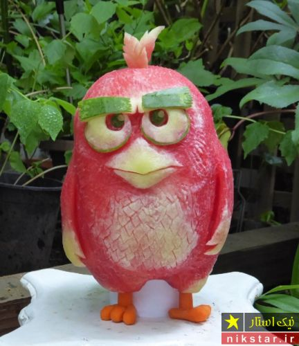 تزیین هندوانه شب یلدا به شکل پرنده انگری برد