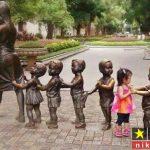 عکس های جالب و خنده دار افراد با مجسمه ها در خیابان