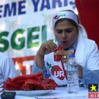 عکسهای جالب از مسابقه خوردن فلفل قرمز و تند در ترکیه