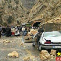 جاده چالوس بر اثر ریزش سنگ از کوه بسته اعلام شد