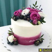 ۳۰ عکس از زیباترین مدل تزیین کیک با گل طبیعی برای تولد ۹۷ ۲۰۱۸