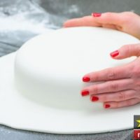 طرز تهیه خمیر فوندانت بدون مارشمالو با دستور عالی مرحله به مرحله