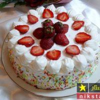 طرز تهیه کیک تولد خانگی ساده با تزیین به صورت مرحله به مرحله
