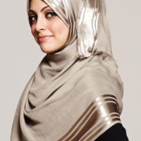 ۱۰ مدل آموزش بستن شال و روسری گره از بغل مرحله به مرحله